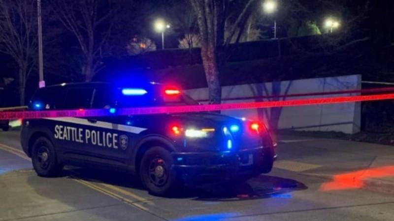 Σοκ στις ΗΠΑ: Βίντεο καταγράφει την στιγμή που ένας άνδρας πυροβολεί δύο αγνώστους σε πάρκινγκ (video)