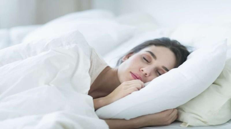 Τι συμβαίνει στο σώμα σου αν κοιμάσαι από τις 10 το βράδυ;