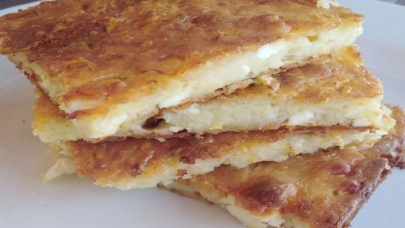 Εύκολη τυρόπιτα με μπαγιάτικο ψωμί χωρίς φύλλο