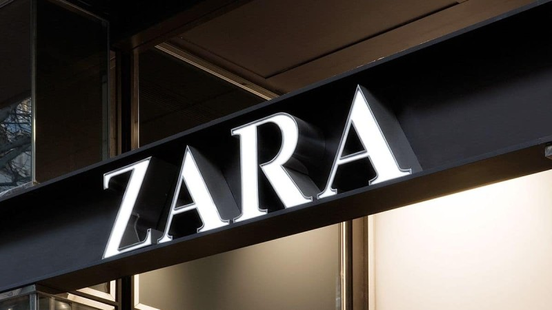 Zara: Η μπλούζα που θα απογειώσει το στιλ σας κοστίζει μόνο 9,95€!