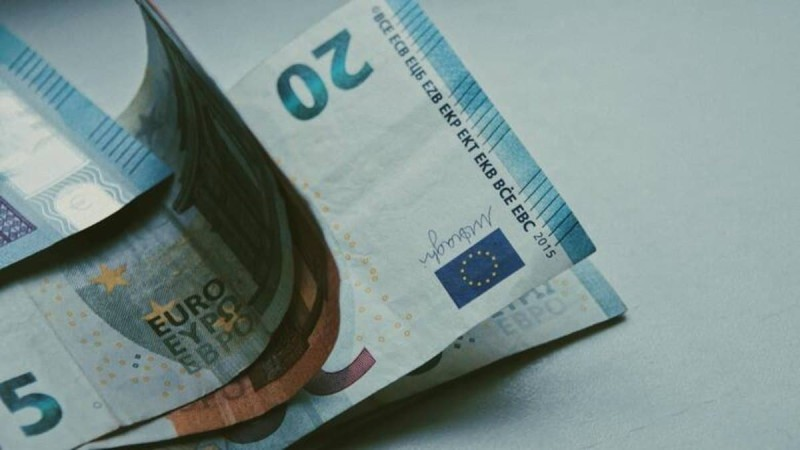 Επίδομα 1.000 ευρώ: Ποιοι εργαζόμενοι το δικαιούνται