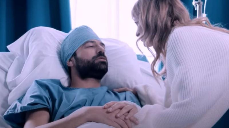 8 Λέξεις: Η μέρα του χειρουργείου φτάνει κι ο Οδυσσέας αφήνεται στα χέρια του γιατρού