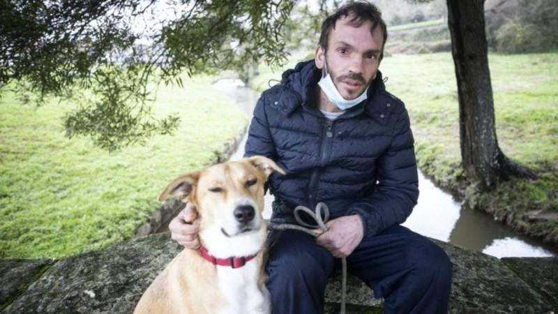 Άστεγος άντρας αρνείται να ανταλλάξει τον σκύλο του για ένα σπίτι: