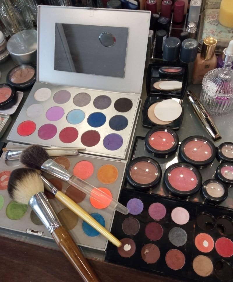 Καίτη Τομαζίνου - make- up artist