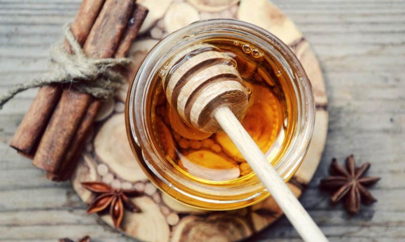 Χάστε τα παραπανίσια κιλά με μέλι και κανέλα