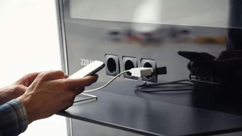 Ο επικίνδυνος τρόπος φόρτισης του κινητού που μπορεί ακόμα και να αδειάσει τον τραπεζικό σας λογαριασμό