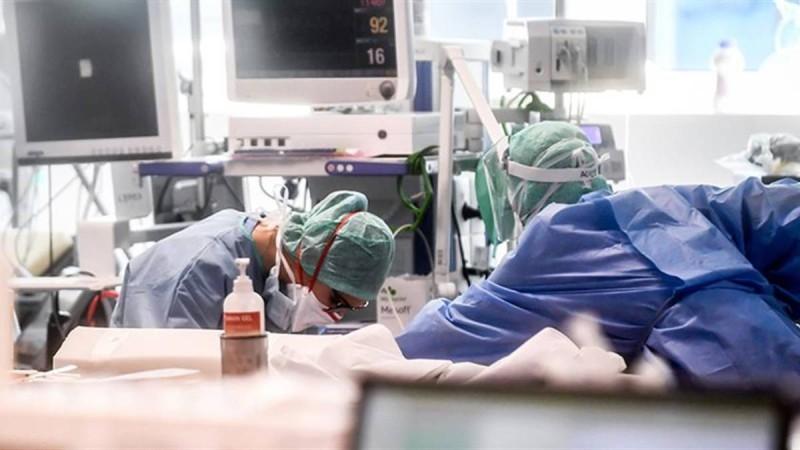 Κορωνοϊός: Σε κατάσταση ανάγκης το σύστημα υγείας - Στα ύψη κρούσματα και διασωληνωμένοι