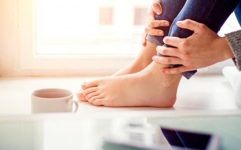 Τα προβλήματα υγείας που φανερώνουν τα πόδια
