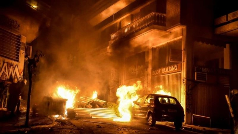 Συναγερμός στη Θεσσαλονίκη: Γκαζάκια εξερράγησαν σε πυλωτή πολυκατοικίας στην Τριανδρία