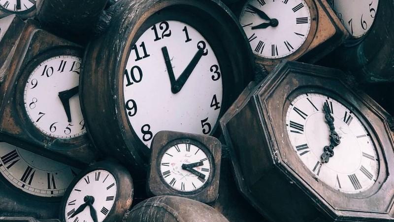 Αλλαγή ώρας: Πότε πάμε τα ρολόγια μία ώρα μπροστά;