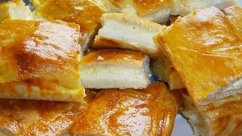 Συνταγή για σπιτική τυρόπιτα με δύο υλικά!