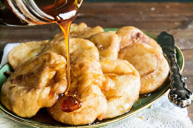 Αφράτες τηγανίτες με ζάχαρη