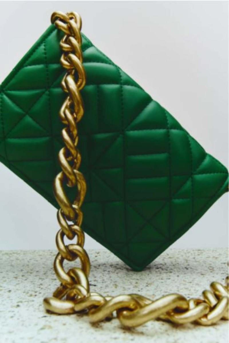 Τσάντα ώμου από τα ZARA με χρυσή αλυσίδα