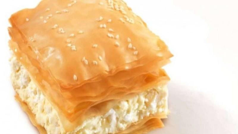 Εύκολη τυρόπιτα με 3 τυριά