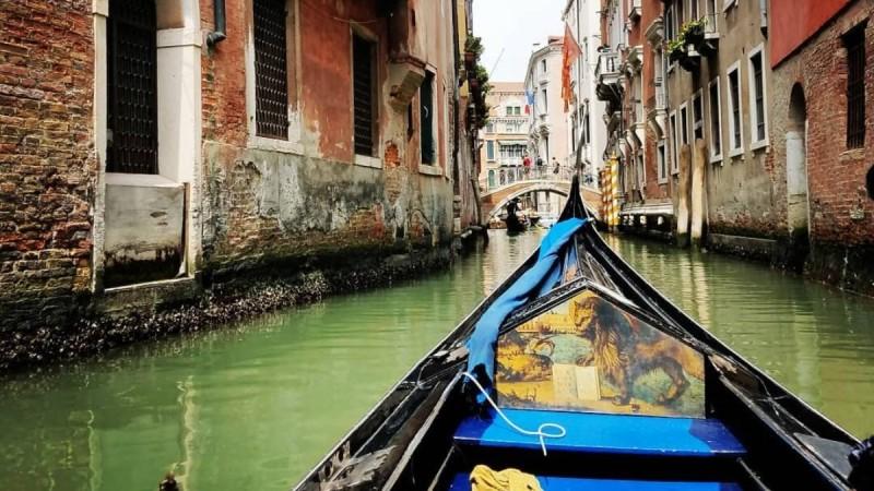 Η φωτογραφία της ημέρας: Βόλτα με γόνδολα στη Βενετία