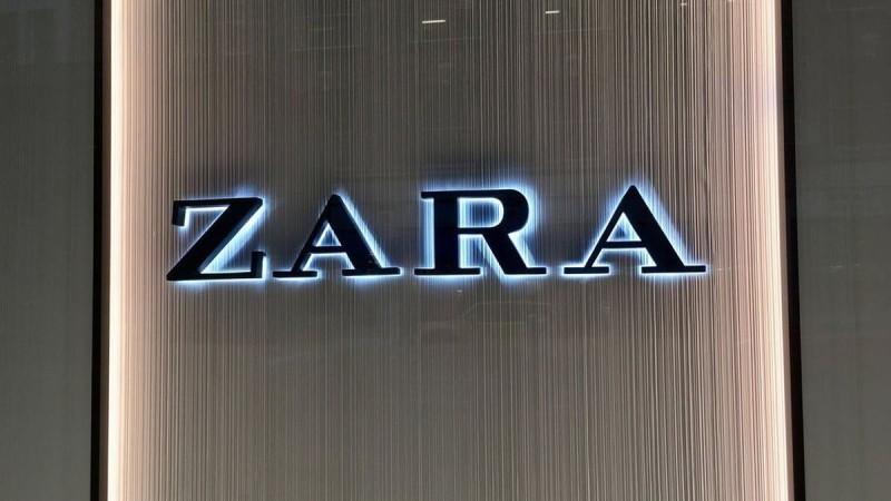 Zara: Μίνι φόρεμα σε στυλ lingerie μόνο με 22,95€!