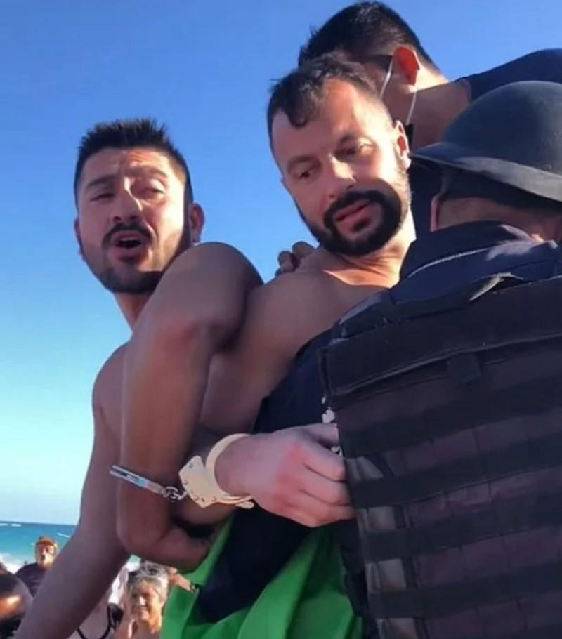 Χειροπέδες σε ομοφυλόφιλο ζευγάρι για ένα φιλί στην παραλία – Έξαλλοι οι λουόμενοι με τους αστυνομικούς