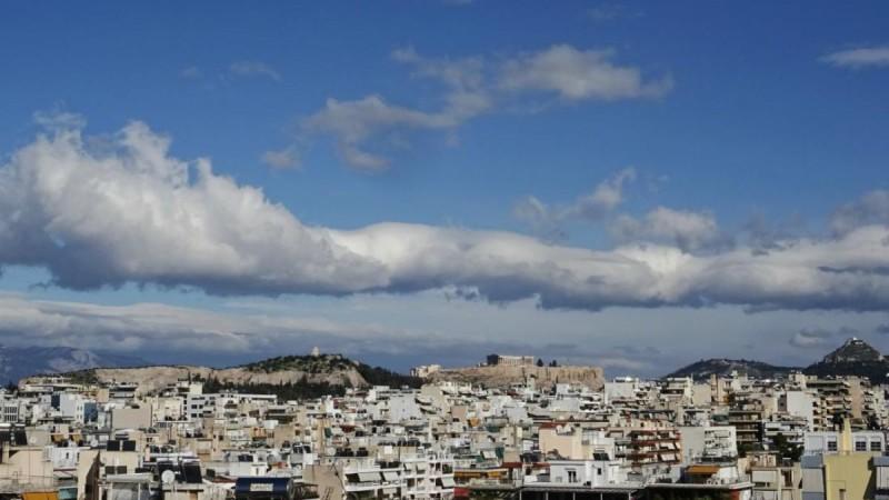 Αίθριος ο καιρός σήμερα: Μικρή πτώση της θερμοκρασίας και πρόσκαιρες βροχές