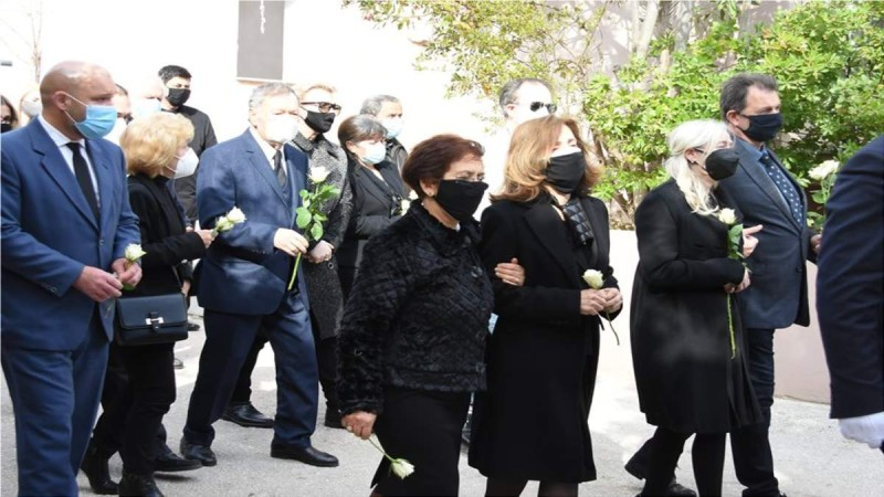 Θλίψη στην κηδεία του Τάκη Βουγιουκλάκη
