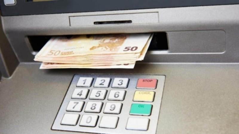 71χρονος άνδρας βρήκε 1.900 ευρώ στο ΑΤΜ - Η συνέχεια θα σας σοκάρει
