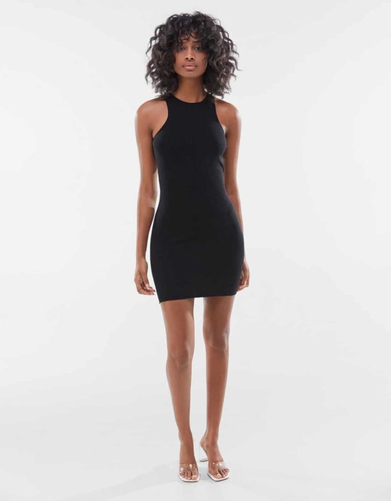 Μαύρο φόρεμα από τα Bershka