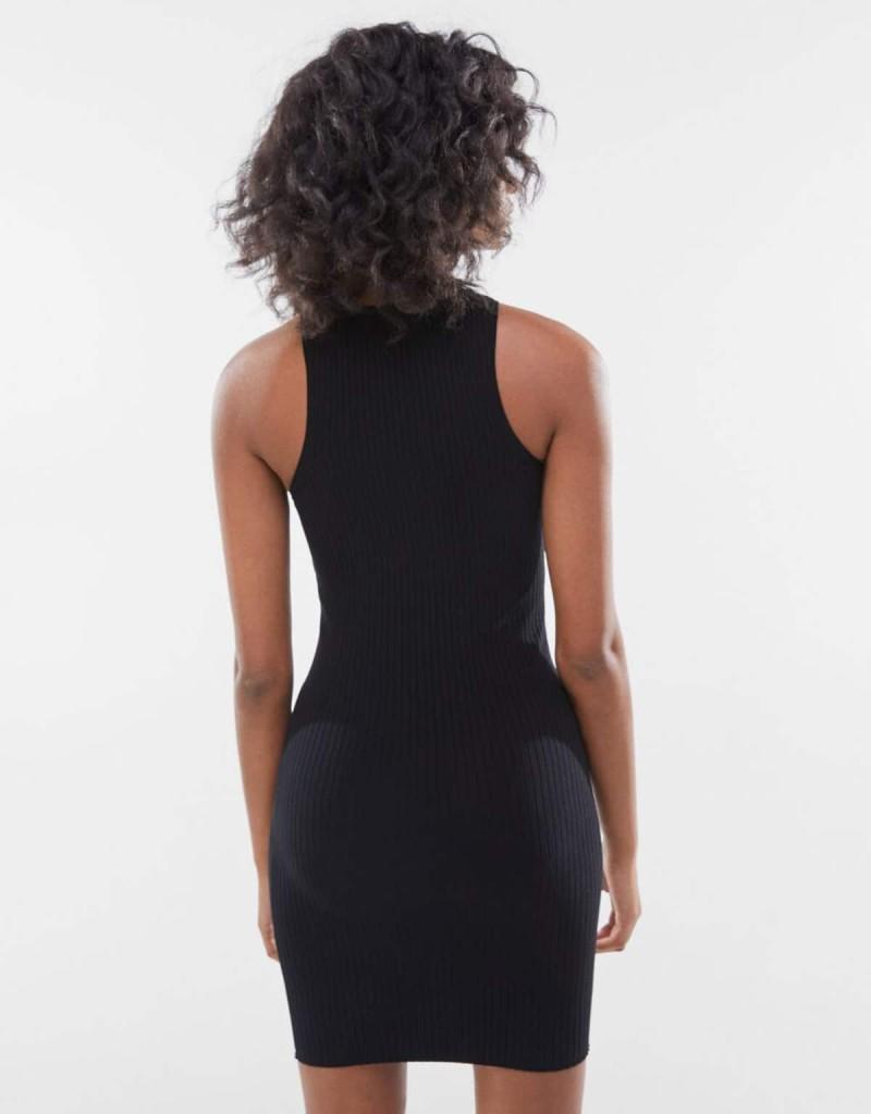 Μαύρο φόρεμα Bershka 15.99€