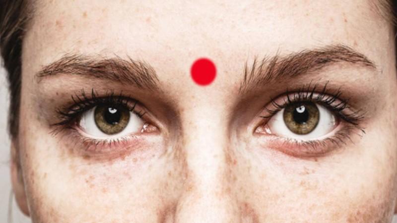 Κάνε μασάζ στο «τρίτο μάτι» σου και θα έχεις αυτά τα θαυματουργά αποτελέσματα