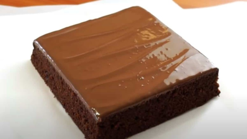 Πεντανόστιμο κέικ με τρία υλικά (videο)