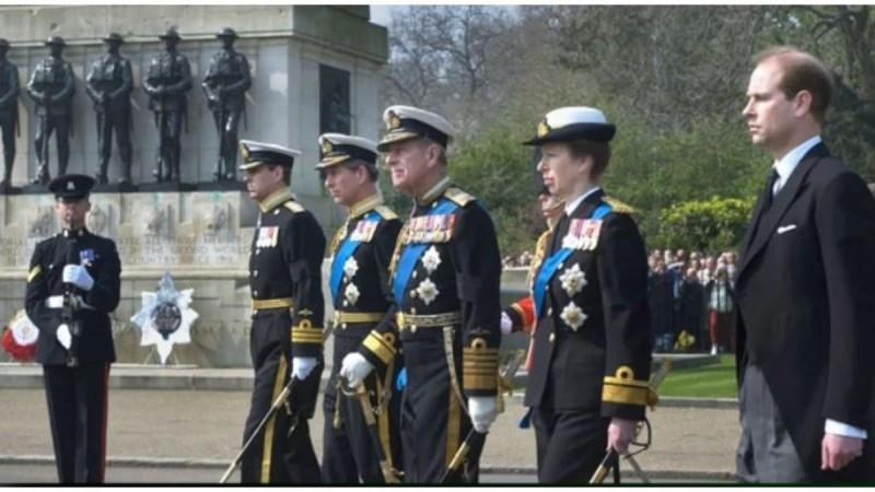 Κηδεία πρίγκιπα Φίλιππου: Η βασίλισσα αποφάσισε οι άνδρες της οικογένειας να μην φορέσουν στρατιωτικά ρούχα