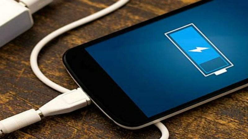 7 μυστικά για να μην τελειώνει γρήγορα η μπαταρία του κινητού σας!