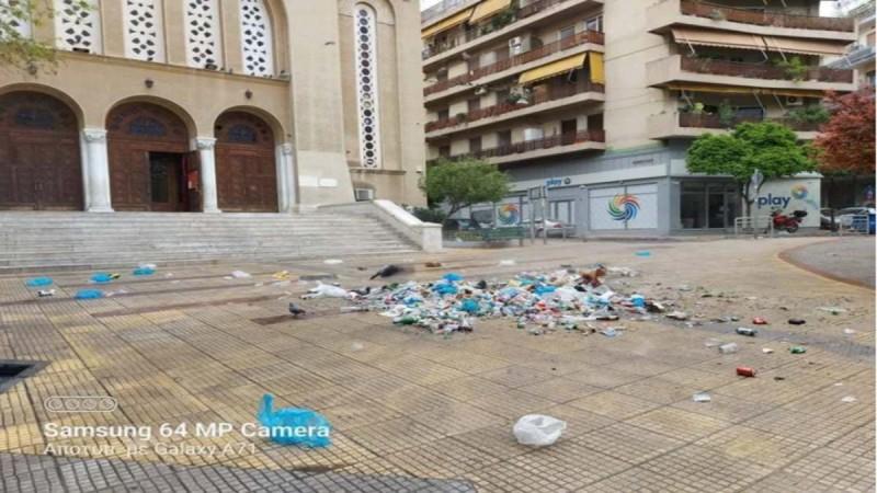Πλατεία Κυψέλης: Επιχείρηση καθαρισμού του Δήμου Αθηναίων μετά το κορωνοπάρτι