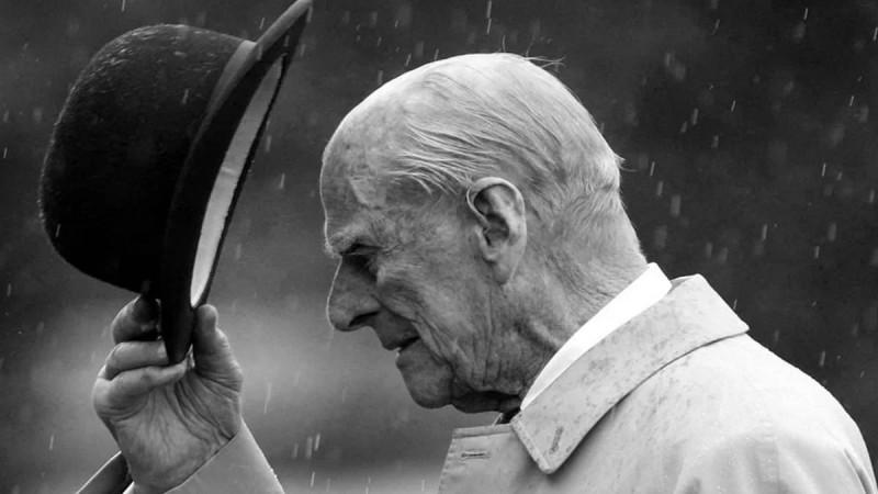 Κηδεία πρίγκιπα Φίλιππου: Αυτοί είναι οι 30 που θα δώσουν το «παρών» - Ουίλιαμ και Χάρι δεν θα περπατήσουν δίπλα δίπλα