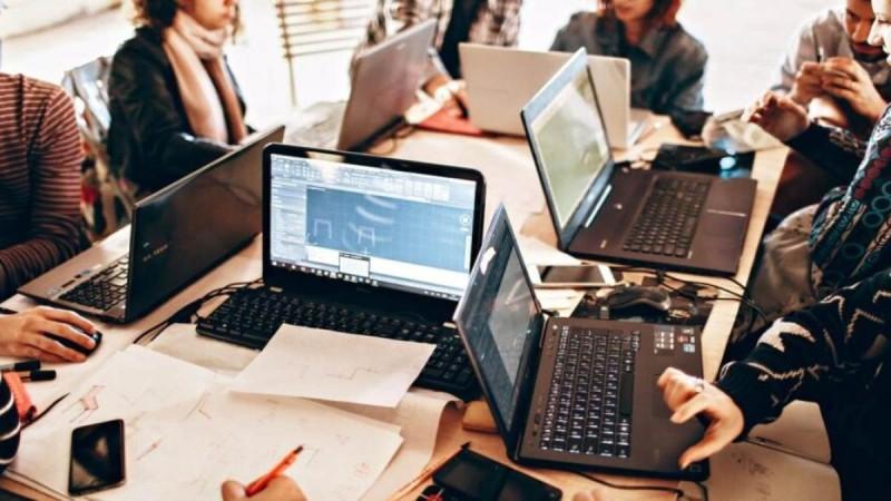 Έρχεται ψηφιακή κάρτα και πλαφόν στις υπερωρίες - Πώς θα λειτουργεί η 4ημερη απασχόληση