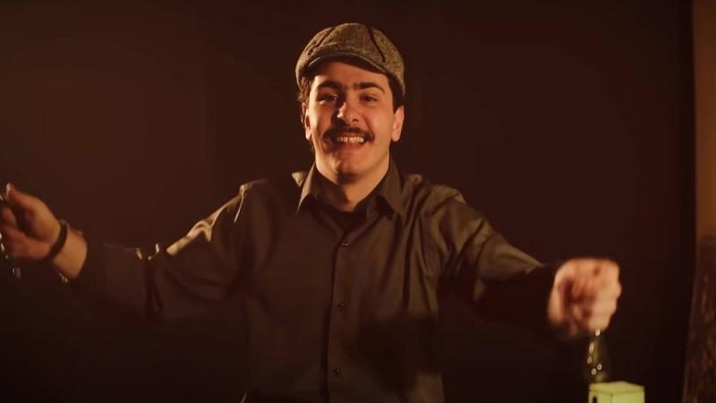 Κουτσαβάκης: Έκανε τραγούδι το «Ρε ματζόρε»! (video)