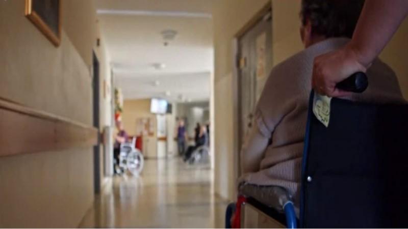 «Πείνα, βρώμα, κακουχίες» - Σοκάρει πρώην εργαζόμενη του γηροκομείου Χανίων (Video)