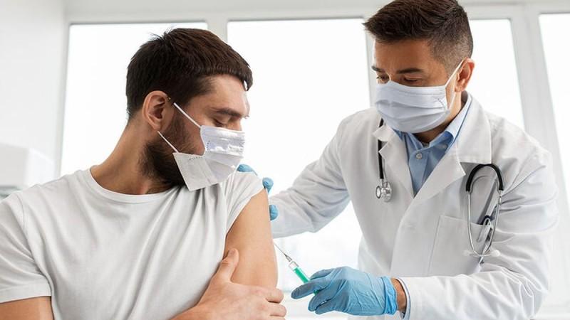 Κορωνοϊός: Πόσο διαρκεί η ανοσία μετά τον εμβολιασμό;