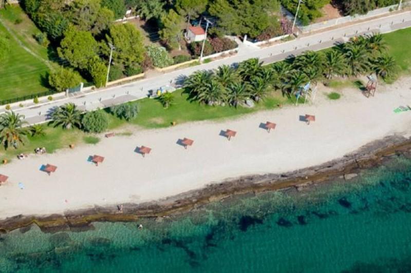 Μπρεξίδα μια από τις πιο όμορφες παραλίες της Αττικής