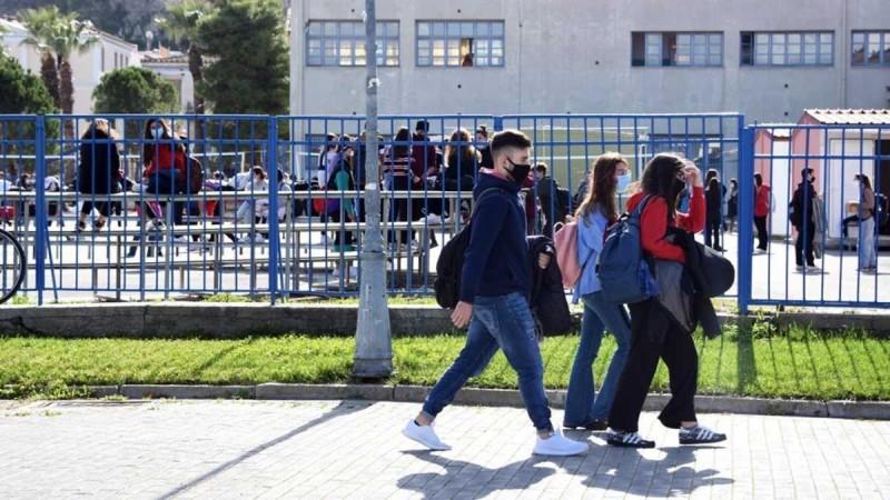 Κορωνοϊός: 3.000 τα θετικά self test σε εκπαιδευτικούς, μαθητές και εργαζόμενους στα σχολεία