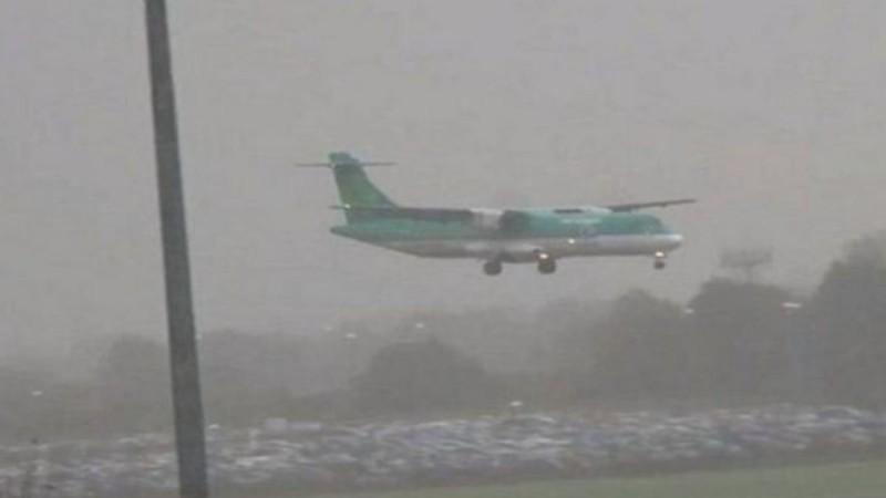 Ψευδές άρθρο για εξαφανισμένο αεροπλάνο που προσγειώνεται μετά από 35 χρόνια
