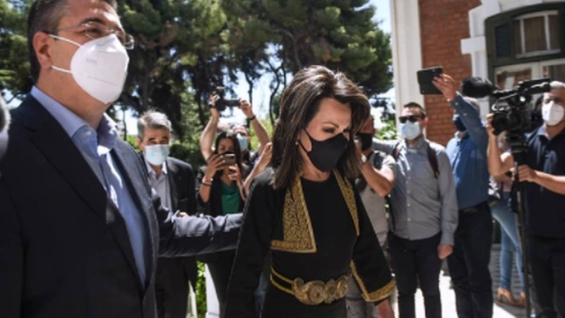 Η Γιάννα Αγγελοπούλου με μακεδονίτικη φορεσιά συναντήθηκε με τον Περιφεριάρχη