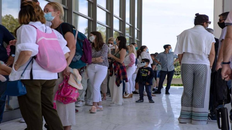 Άρση lockdown: «Βούλιαξε» το κέντρο της Αθήνας - Κόσμος παντού
