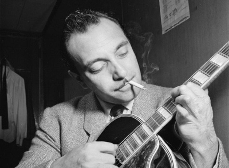 Σαν σήμερα πέθανε ο τσιγγάνος κιθαρίστας Τζάνγκο Ράινχαρντ