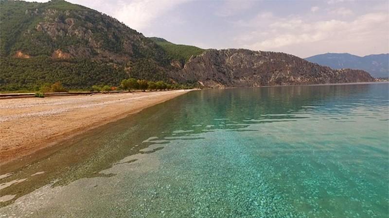 6+1: Παραλίες στην Αττική για να κάνετε το μπάνιο σας