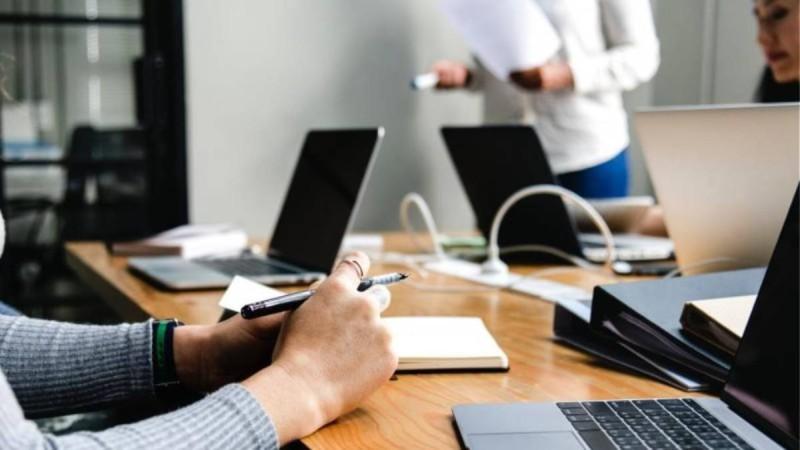 Μια νέα μέρα στην εργασία: Ο οδηγός για όλες τις αλλαγές στη ζωή των εργαζόμενων