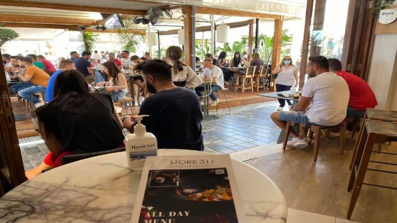 Άνοιγμα εστίασης: Γέμισαν οι καφετέριες στην παραλία του Ρεθύμνου