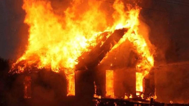 Συναγερμός στο Μεσολόγγι: Τέσσερα σπίτια τυλίχθηκαν στις φλόγες!