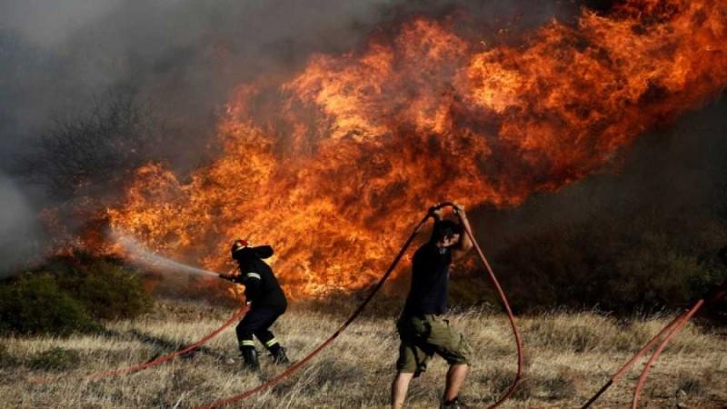 Φωτιά στο Κορωπί - Κλειστή η Αθηνών-Σουνίου