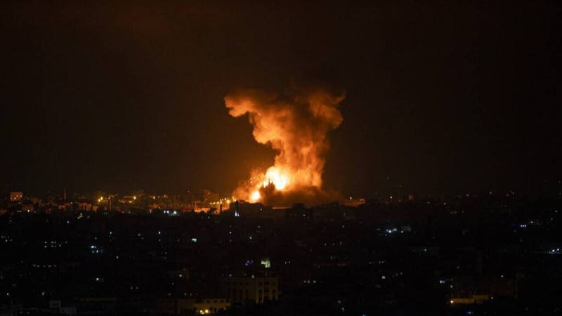 Νύχτα πολέμου με 100 νεκρούς στη Γάζα: Σφυροκοπούν από ξηρά και αέρα οι Ισραηλινοί