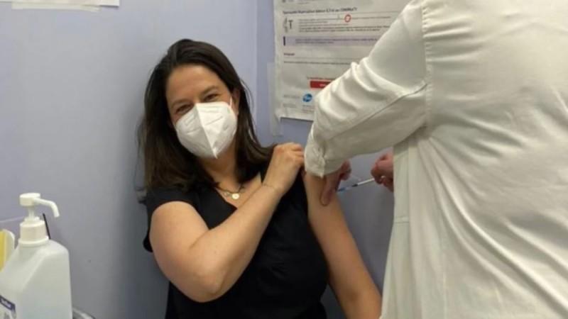 Εμβολιάστηκε η Νίκη Κεραμέως
