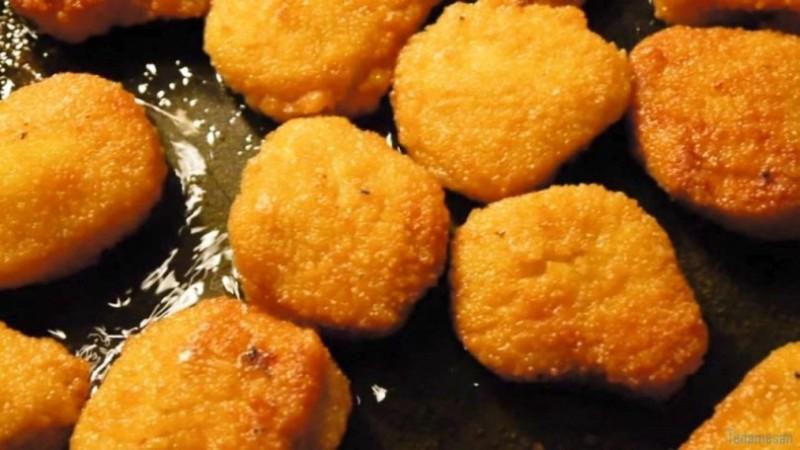 Το κόλπο για να μην πετάγεται το λάδι πάνω σου την ώρα που τηγανίζεις πατάτες!